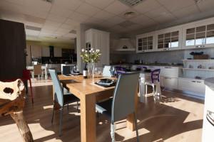 tavoli-sedie-esposizione-centro-mobili-guidonia-roma (1)